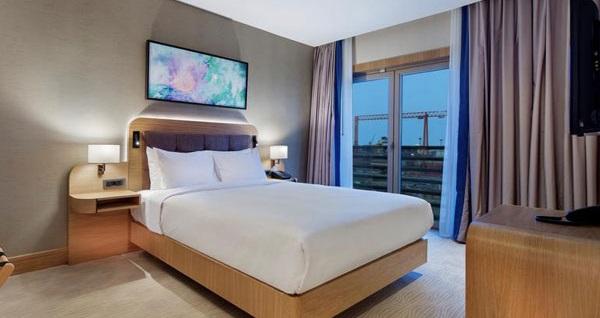 DoubleTree by Hilton Hotel İstanbul Tuzla'da çift kişilik 1 gece konaklama seçenekleri 249 TL'den başlayan fiyatlarla! Fırsatın geçerlilik tarihi için, DETAYLAR bölümünü inceleyiniz. Fırsat; Cuma, Cumartesi, Pazar günleri geçerlidir.
