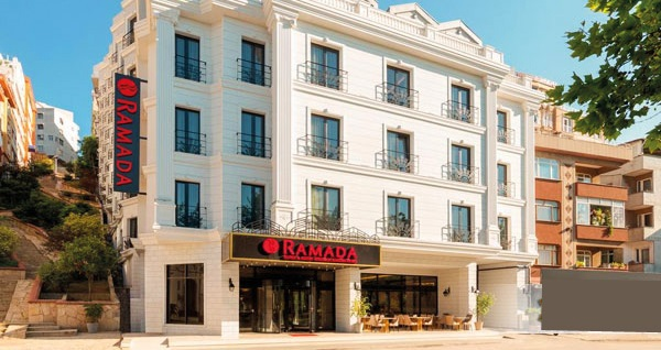 Ramada Hotel & Suites İstanbul Golden Horn'da çift kişilik 1 gece konaklama