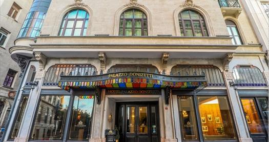 Palazzo Donizetti Hotel'de Deluxe odalarda tek veya çift kişi 1 gece konaklama seçenekleri 397 TL'den başlayan fiyatlarla! Fırsatın geçerlilik tarihi için DETAYLAR bölümünü inceleyiniz.