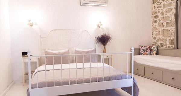 Atlı Han Butik Hotel Alaçatı'da kahvaltı dahil çift kişilik 1 gece konaklama seçenekleri 159 TL'den başlayan fiyatlarla! Fırsatın geçerlilik tarihi için, DETAYLAR bölümünü inceleyiniz.