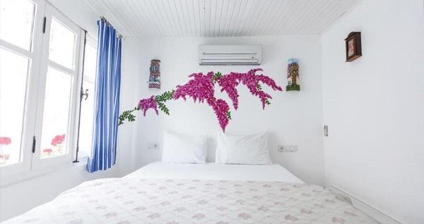 Atlı Han Butik Hotel Alaçatı'da kahvaltı dahil çift kişilik 1 gece konaklama seçenekleri 179 TL'den başlayan fiyatlarla! Fırsatın geçerlilik tarihi için, DETAYLAR bölümünü inceleyiniz.