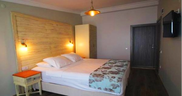 Küçükkuyu Sarissa Butik Otel'de çift kişilik 1 gece konaklama seçenekleri 250 TL'den başlayan fiyatlarla! Fırsatın geçerlilik tarihi için DETAYLAR bölümünü inceleyiniz.