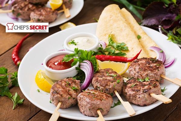 Tarabya'nın yeni gözdesi Chef's Secret'ta Boğaz'a nazır iftar menüsü 59,90 TL! Bu fırsat 16 Mayıs-14 Haziran 2018 tarihleri arasında, iftar saatinde geçerlidir.
