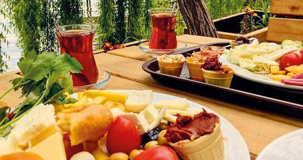 Organik tatil adresiniz İznik Askania'da farklı oda tiplerinde kahvaltı dahil çift kişilik 1 gece konaklama 199 TL'den başlayan fiyatlarla! Fırsatın geçerlilik tarihi için, DETAYLAR bölümünü inceleyiniz.