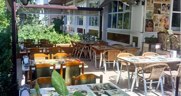 Şirin mi şirin bahçesi ile Emek Kezzban Cafe'de 30 çeşitten oluşan serpme kahvaltı keyfi 35 TL yerine 22,50 TL! Fırsatın geçerlilik tarihi için, DETAYLAR bölümünü inceleyiniz.