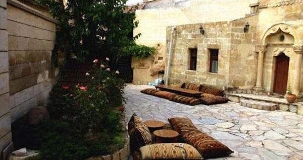 Ürgüp Cappadocia Palace Hotel'de kahvaltı dahil çift kişilik 1 gece konaklama 119 TL'den başlayan fiyatlarla! Fırsatın geçerlilik tarihi için, DETAYLAR bölümünü inceleyiniz.