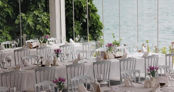 Tarabya VE (Vilayetler Evi) Boğaziçi İstanbul'da Boğaz kıyısında tadına doyulmaz manzara eşliğinde enfes açık büfe iftar menüsü 89,90 TL'den başlayan fiyatlarla! Bu fırsat 6 Mayıs - 3 Haziran 2019 tarihleri arasında, iftar saatinde geçerlidir.