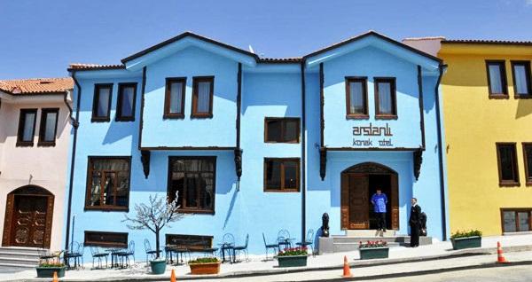 Eskişehir'in gözbebeği Odunpazarı Arslanlı Konak Hotel'de kahvaltı dahil çift kişilik 1 gece konaklama seçenekleri 169 TL'den başlayan fiyatlarla! Fırsatın geçerlilik tarihi için DETAYLAR bölümünü inceleyiniz.
