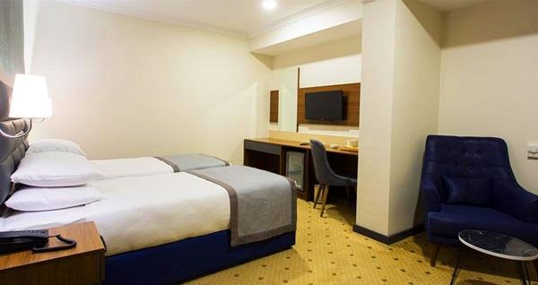 The Bostancı Hotel'de çift kişilik 1 gece konaklama seçenekleri 219 TL'den başlayan fiyatlarla! Fırsatın geçerlilik tarihi için DETAYLAR bölümünü inceleyiniz.
