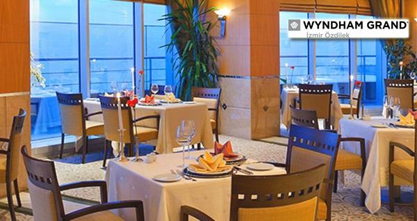 Wyndham Grand İzmir Özdilek Careme Restaurant'ta müthiş manzara ve canlı piyano performansı eşliğinde akşam yemeği menüsü kişi başı 160 TL yerine 119,90 TL! Fırsatın geçerlilik tarihi için DETAYLAR bölümünü inceleyiniz.