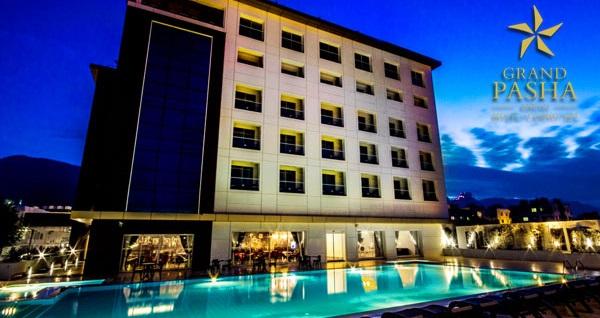 Girne Grand Pasha Hotel'de YARIM PANSİYON uçaklı konaklama paketleri kişi başı 929 TL'den başlayan fiyatlarla! Detaylı bilgi ve size en uygun fiyatların sunulması için hemen 0850 532 50 76 numaralı telefonu arayın!