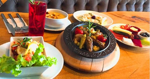 Haliç Garden'da birbirinden lezzetli iftar menüleri 49,90 TL'den başlayan fiyatlarla! Bu fırsat 6 Mayıs - 3 Haziran 2019 tarihleri arasında, iftar saatinde geçerlidir.