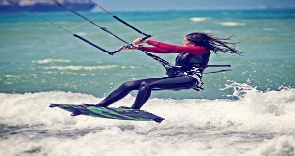 İstanbul Kiteboard Academy'de profesyonel eğitmenlerden rüzgar sörfü workshopu 199 TL'den başlayan fiyatlarla! Fırsatın geçerlilik tarihi için DETAYLAR bölümünü inceleyiniz.