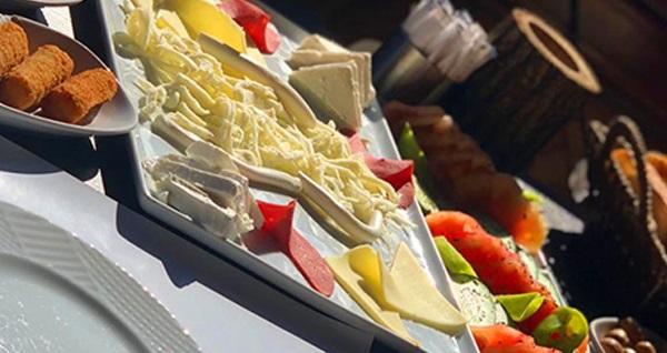 Çengelköy Köşk-ü Ala'da zengin içeriklerle dolu serpme kahvaltı 44,90 TL! Fırsatın geçerlilik tarihi için DETAYLAR bölümünü inceleyiniz.