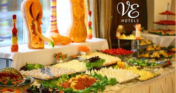 VE Hotels Vilayetler Evi'nde göl manzarasına karşı brunch menüsü 39,99 TL'den başlayan fiyatlarla! Fırsatın geçerlilik tarihi için DETAYLAR bölümünü inceleyiniz.