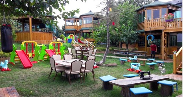 Şehr-i Bahçe'de deniz ve göl manzarası eşliğinde bungalov localarda yemek menüleri 64,90 TL'den başlayan fiyatlarla! Fırsatın geçerlilik tarihi için DETAYLAR bölümünü inceleyiniz.