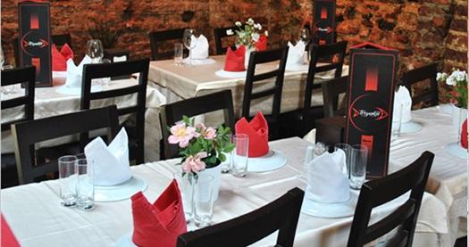 Kumkapı Tiryakii Restaurant'ta canlı fasıl eğlencesi ve yerli içecek seçenekleri eşliğinde balık menüsü 58 TL'den başlayan fiyatlarla! Fırsatın geçerlilik tarihi için DETAYLAR bölümünü inceleyiniz. ÖZEL GÜNLER HARİÇ; haftanın her günü 19.00-24.00 saatleri arasında geçerlidir. Mekana girişte 18 yaş sınırı vardır.