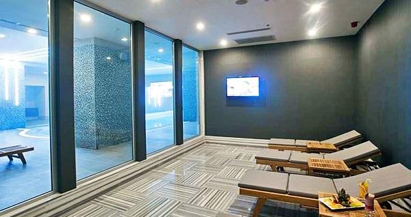 5 yıldızlı Dragos Cevahir Hotel İstanbul Asia'da çift kişilik 1 gece konaklama seçenekleri ve spa keyfi 289 TL'den başlayan fiyatlarla! Fırsatın geçerlilik tarihi için, DETAYLAR bölümünü inceleyiniz.