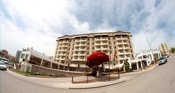 Oran Monec Hotel'de 40 dakikalık masaj uygulaması, spa kullanımı, içecek ikramı veya çiftlere özel VIP oda kullanımı 89 TL'den başlayan fiyatlarla! Fırsatın geçerlilik tarihi için DETAYLAR bölümünü inceleyiniz.