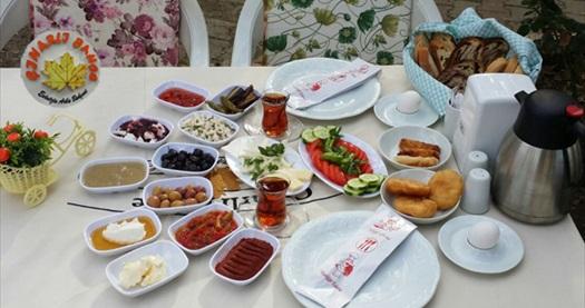 Buca Kaynaklar Köyü Çınarlı Bahçe'de çift kişilik enfes serpme kahvaltı 29,90 TL! Fırsatın geçerlilik tarihi için DETAYLAR bölümünü inceleyiniz.