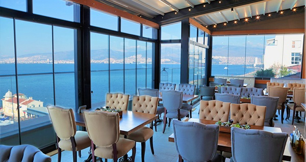 Konak Pasaport Pier Hotel'de kahvaltı dahil çift kişilik 1 gece konaklama 239 TL'den başlayan fiyatlarla! Fırsatın geçerlilik tarihi için DETAYLAR bölümünü inceleyiniz.