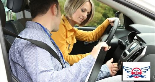 Kızılay, Özel Yeni 06 Motorlu Taşıtlar Sürücü Kursu'nda 2 ve 4 saatlik özel direksiyon dersleri ve ehliyet kursu 49 TL'den başlayan fiyatlarla! 3 Ağustos 2013 tarihine kadar geçerlidir. B Sınıfı ehliyet kursu için Axess, Bonus Card ve WorldCard'a 3 taksit seçeneği sunulmaktadır.
