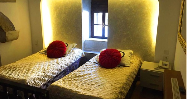 Safranbolu Cinci Han Hotel'de oda seçenekleriyle çift kişilik veya tek kişilik açık büfe kahvaltı dahil 1 gece konaklama seçenekleri 125 TL'den başlayan fiyatlarla! Fırsatın geçerlilik tarihi için DETAYLAR bölümünü inceleyiniz.