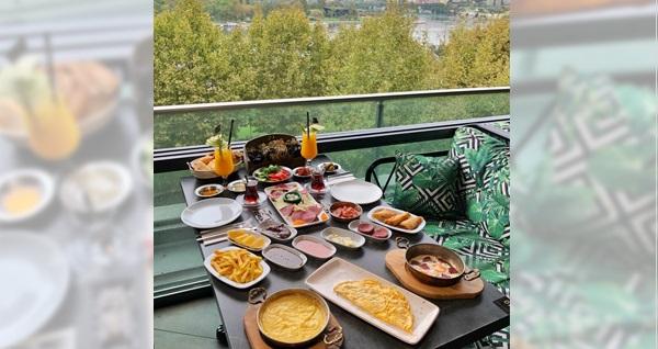 Long Lounge Cafe'de tadına doyamayacağınız sınırsız çay eşliğinde kahvaltı 109 TL! Fırsatın geçerlilik tarihi için DETAYLAR bölümünü inceleyiniz.