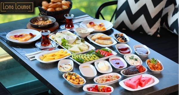 Long Lounge Cafe'de tadına doyamayacağınız sınırsız çay eşliğinde 2 kişilik serpme kahvaltı 70 TL! Fırsatın geçerlilik tarihi için DETAYLAR bölümünü inceleyiniz.