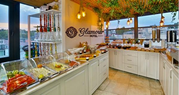 Glamour Lounge Sirkeci'de Boğaz manzarası eşliğinde iftar ve sahur menüleri 59 TL'den başlayan fiyatlarla! Bu fırsat 6 Mayıs - 3 Haziran 2019 tarihleri arasında, iftar saatinde geçerlidir.