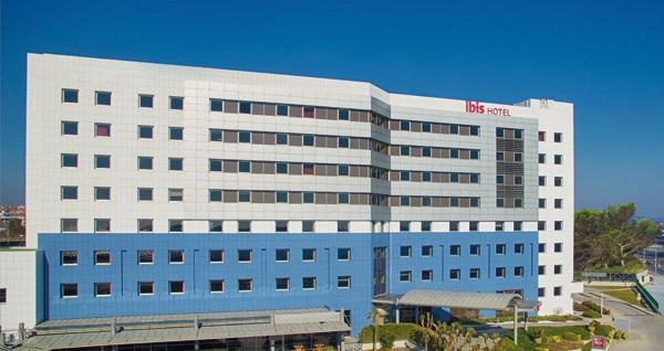 İbis Hotel Zeytinburnu'da çift kişilik 1 gece konaklama 209 TL'den başlayan fiyatlarla! Fırsatın geçerlilik tarihi için DETAYLAR bölümünü inceleyiniz.