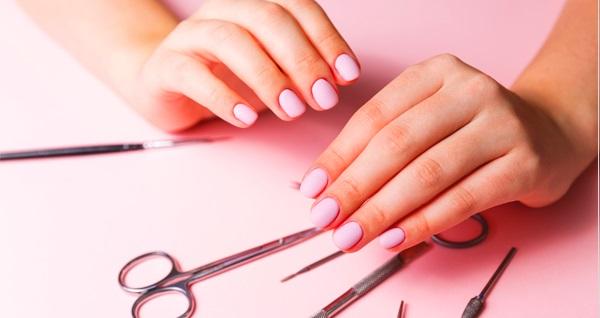 Eva Şamlı Nails & Beauty'de manikür, pedikür, kalıcı oje, protez tırnak40 TL'den başlayan fiyatlarla! Fırsatın geçerlilik tarihi için DETAYLAR bölümünü inceleyiniz.
