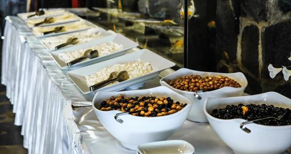 Anadolu Feneri Taşlıhan Restaurant'ta hafta içi serpme kahvaltı veya hafta sonu açık büfe kahvaltı kişi başı 70 TL yerine 49,90 TL! Fırsatın geçerlilik tarihi için DETAYLAR bölümünü inceleyiniz.