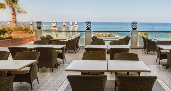 Girne Merit Royal Premium Hotel & Spa'da HER ŞEY DAHİL uçaklı konaklama paketleri kişi başı 2.216 TL'den başlayan fiyatlarla! Detaylı bilgi ve size en uygun fiyatların sunulması için hemen 0850 532 50 76 numaralı telefonu arayın!