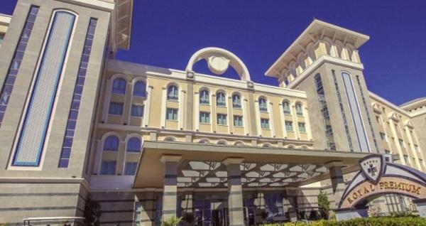 Girne Merit Royal Premium Hotel & Spa'da HER ŞEY DAHİL uçaklı konaklama paketleri kişi başı 1.999 TL'den başlayan fiyatlarla! Detaylı bilgi ve size en uygun fiyatların sunulması için hemen 0850 532 50 76 numaralı telefonu arayın!