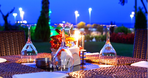 The Green Park Pendik'te Çağdaş Suseven ile fasıl dinletisi eşliğinde muhteşem açık büfe iftar menüsü 89 TL! Bu fırsat 6 Mayıs - 3 Haziran 2019 tarihleri arasında, iftar saatinde geçerlidir.