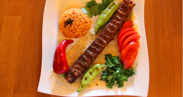 Süleymaniye Qayra Gusto Cafe'de iftar menüsü 60 TL'den başlayan fiyatlarla! Bu fırsat 6 Mayıs - 3 Haziran 2019 tarihleri arasında, iftar saatinde geçerlidir.