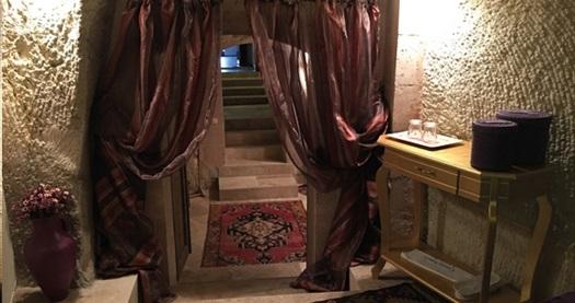 Ürgüp Demisos Caves Hotel'in farklı oda tiplerinde kahvaltı dahil çift kişilik 1 gece konaklama 199 TL'den başlayan fiyatlarla! Fırsatın geçerlilik tarihi için, DETAYLAR bölümünü inceleyiniz.