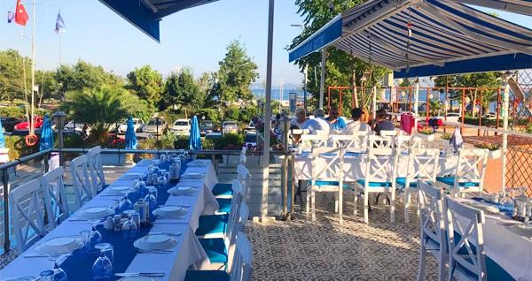 Caddebostan Türk Balıkadamlar Restaurant'ta deniz manzarası eşliğinde serpme kahvaltı keyfi kişi başı 70 TL yerine 49,90 TL! Fırsatın geçerlilik tarihi için, DETAYLAR bölümünü inceleyiniz.