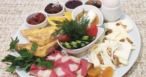 Rami Faruk Güllüoğlu'nda tek kişilik kahvaltı tabağı ve iki kişilik yöresel köy kahvaltısı seçenekleri 23 TL'den başlayan fiyatlarla! Fırsatın geçerlilik tarihi için, DETAYLAR bölümünü inceleyiniz.