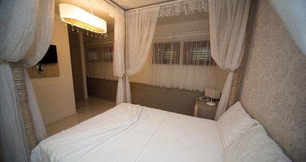 Bozcaada Hotel Apollon'un farklı odalarında açık büfe kahvaltı dahil çift kişilik 1 gece konaklama seçenekleri 209 TL'den başlayan fiyatlarla! Fırsatın geçerlilik tarihi için, DETAYLAR bölümünü inceleyiniz.