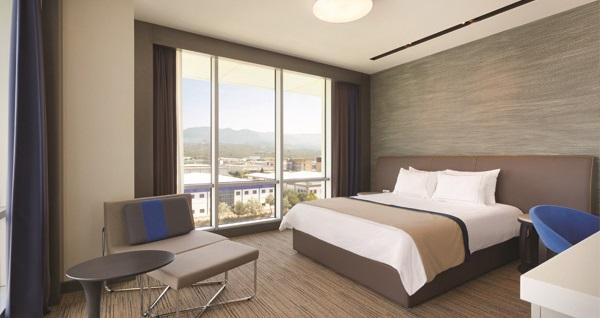 Ramada Hotel&Suites Kemalpaşa İzmir'de çift kişilik 1 gece konaklama seçenekleri 239 TL'den başlayan fiyatlarla! Fırsatın geçerlilik tarihi için DETAYLAR bölümünü inceleyiniz.