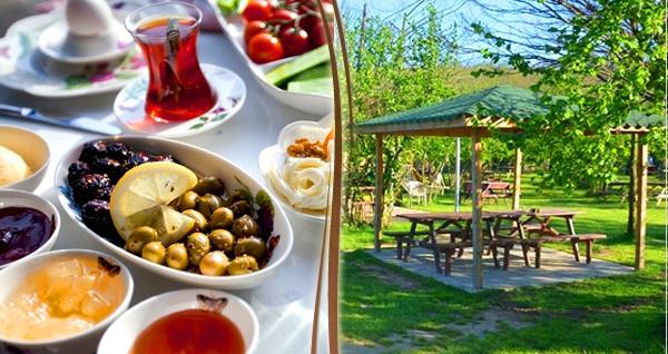 Polonezköy Koza Restaurant Et Mangal'da menemen dahil serpme kahvaltı