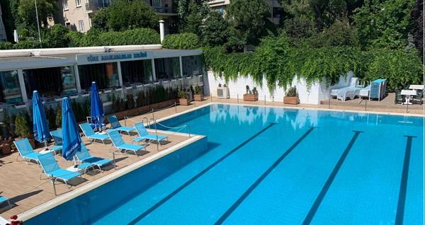 Caddebostan Türk Balıkadamlar Restaurant'ta hafta içi ve hafta sonu havuz girişi
