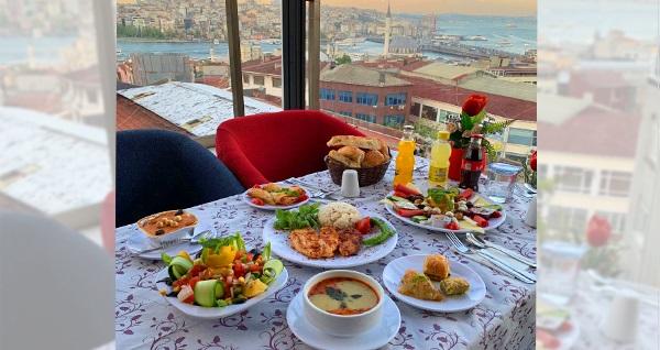 Tarihi yarımadanın eşsiz manzarasında Nargilem Cafe'de eşsiz lezzetlerle dolu iftar ve sahur menüleri 24,90 TL'den başlayan fiyatlarla! Bu fırsat 6 Mayıs - 3 Haziran 2019 tarihleri arasında, iftar saatinde geçerlidir.