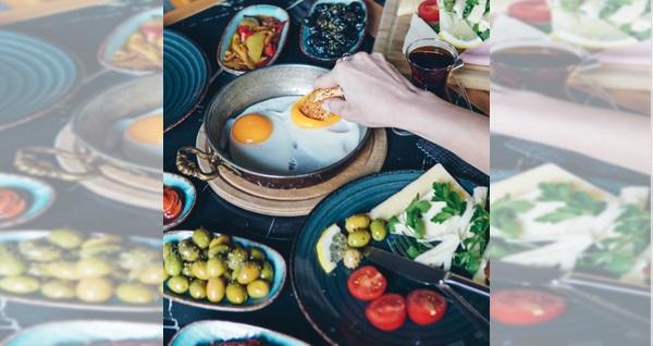 Buca Happy Lounge'da sınırsız çay ve Türk kahvesi eşliğinde enfes serpme kahvaltı kişi başı 38 TL yerine 24,50 TL! Fırsatın geçerlilik tarihi için DETAYLAR bölümünü inceleyiniz.