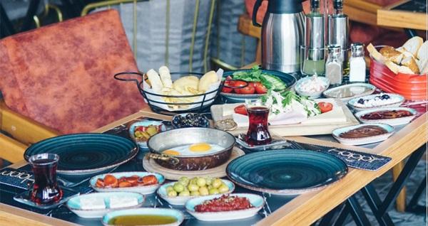 Buca Happy Lounge'da sınırsız çay ve Türk kahvesi eşliğinde enfes serpme kahvaltı kişi başı 38 TL yerine 26,50 TL! Fırsatın geçerlilik tarihi için DETAYLAR bölümünü inceleyiniz.