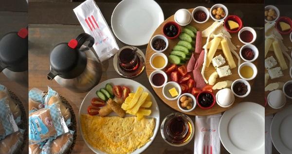 Cafe 90'lar Süleymaniye'de enfes manzara eşliğinde zengin içeriklerle dolu 2 KİŞİLİK sofra kahvaltı 55 TL! SOFRA KAHVALTI MENÜSÜ EN AZ 2 KİŞİLİK ALIMLAR İÇİN GEÇERLİDİR.