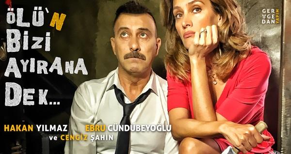 """Hakan Yılmaz ve Ebru Cündübeyoğlu'nun oynadığı """"Ölü'n Bizi Ayırana Dek"""" adlı 2 perdelik komedi oyununa biletler 27 TL'den başlayan fiyatlarla! Tarih ve konum seçimi yapmak için """"Hemen Al"""" butonuna tıklayınız."""