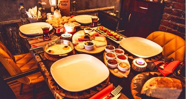 Domiklasik Kafe'de zengin içerikli serpme kahvaltı menüsü 22 TL'den başlayan fiyatlarla! Fırsatın geçerlilik tarihi için DETAYLAR bölümünü inceleyiniz.